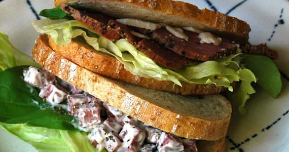 ペッパービーフハムのサンドイッチ