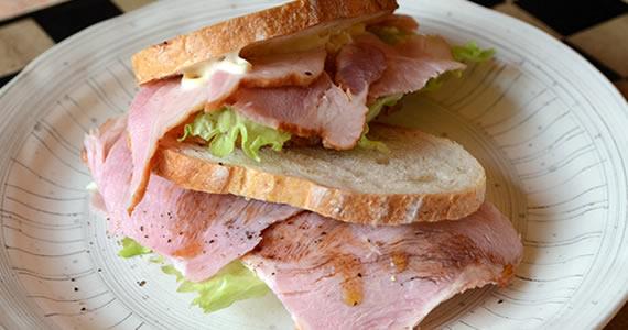 ボンレスハムのサンドイッチ