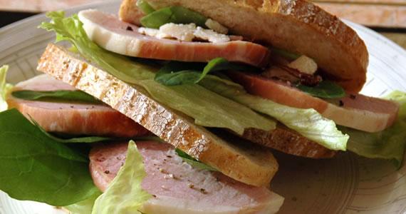 炭火焼ボンレスハムのサンドイッチ