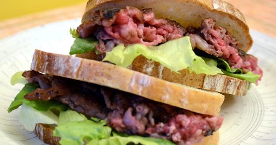 飛騨牛マッシュバーグのサンドイッチ