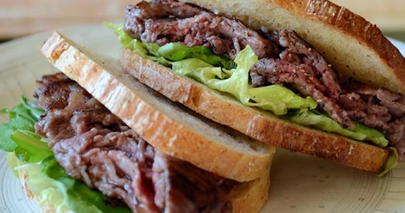 飛騨牛ミルフィーユステーキのサンドイッチ
