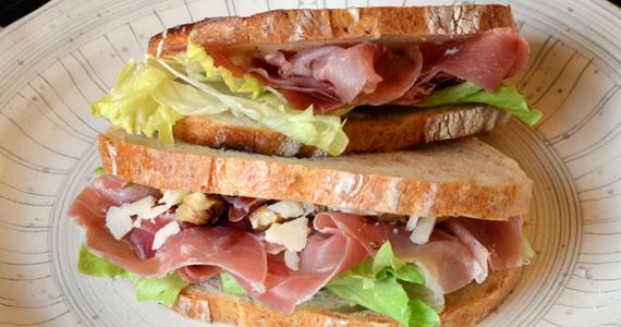 ハモンセラーノのサンドイッチ