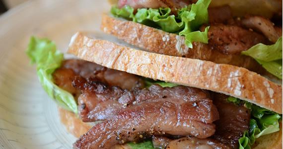 飛騨牛カルビ焼肉サンド