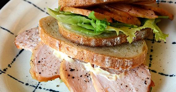 燻製チキンのサンドイッチ(むね肉)