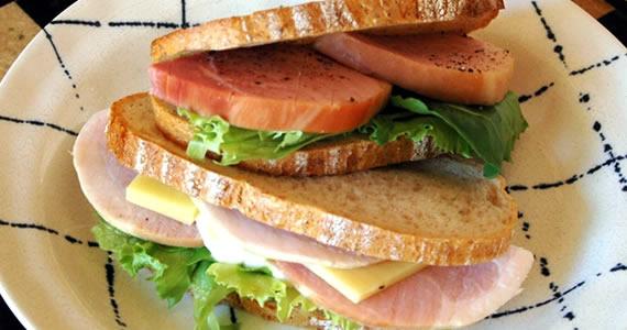 マイルドまるハムのサンドイッチ