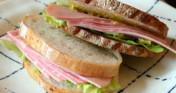 ミルフィーユハムのサンドイッチ