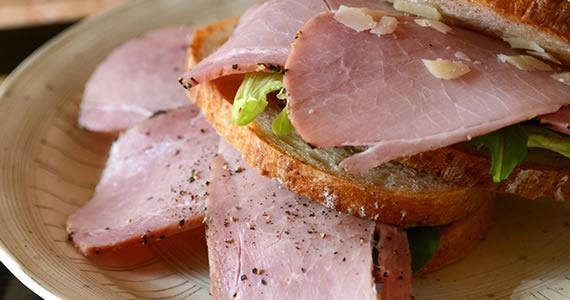 ペッパー焼きハムのサンドイッチ