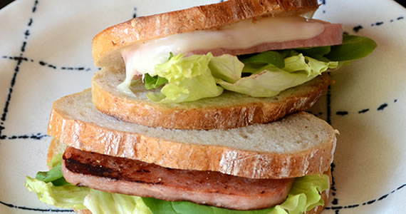ランチョンポークのサンドイッチ