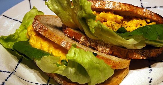 幻のスクランブルエッグのサンドイッチ