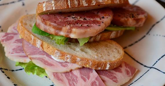 やわらかショルダーハムのサンドイッチ