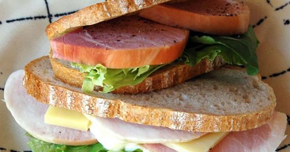 スモークボンレスハムのサンドイッチ