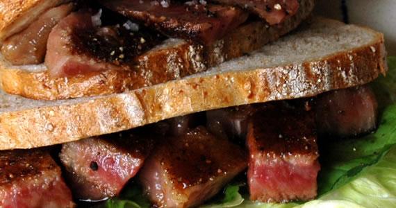 飛騨牛ステーキのサンドイッチ
