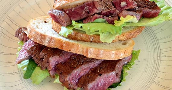 飛騨牛ロースステーキのサンドイッチ