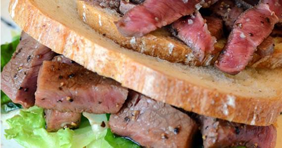 特上飛騨牛みすじステーキのサンドイッチ
