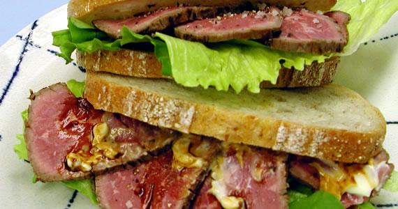 和牛たたきのサンドイッチ