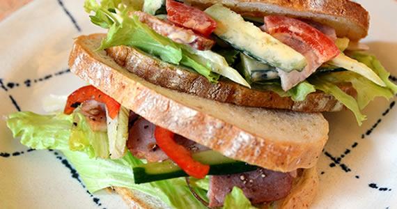 野菜と合鴨のサンドイッチ
